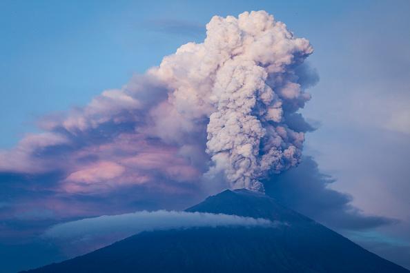 Volcano「Indonesians Brace For Major Volcanic Eruption In Bali」:写真・画像(11)[壁紙.com]