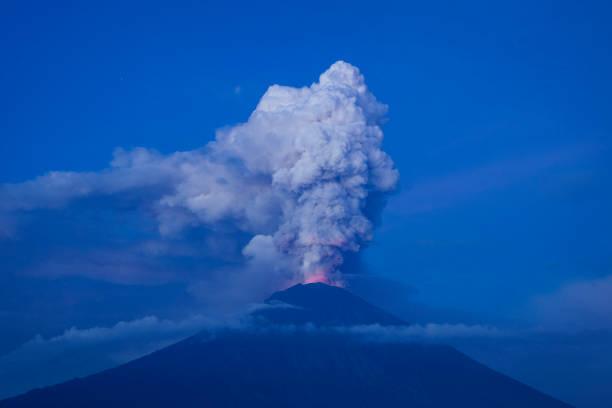 Island「Indonesians Brace For Major Volcanic Eruption In Bali」:写真・画像(18)[壁紙.com]