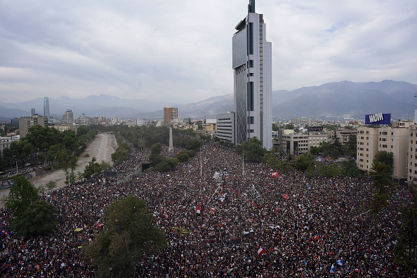 Santiago - Chile「National Strike And Protests Against President Piñera」:写真・画像(9)[壁紙.com]