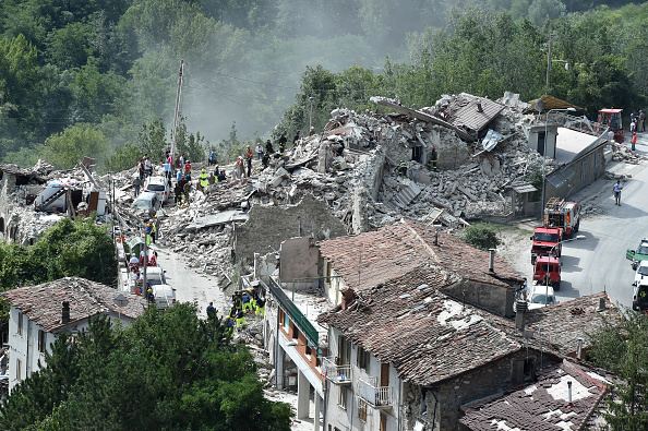 イタリア「Magnitude 6.2 Earthquake In Central Italy Kill At Least 37」:写真・画像(5)[壁紙.com]