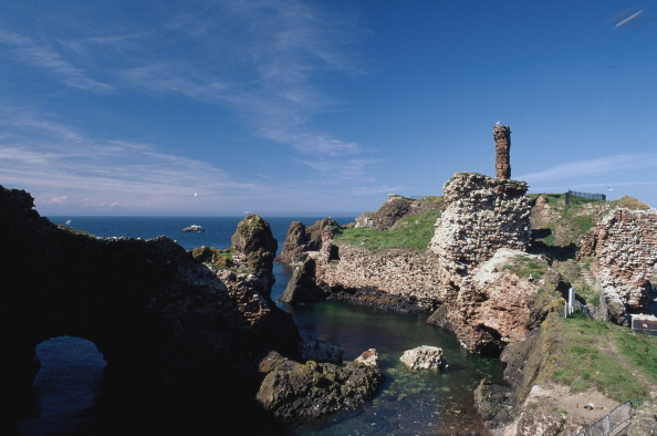 East Lothian「Dunbar Harbour And Castle」:写真・画像(0)[壁紙.com]