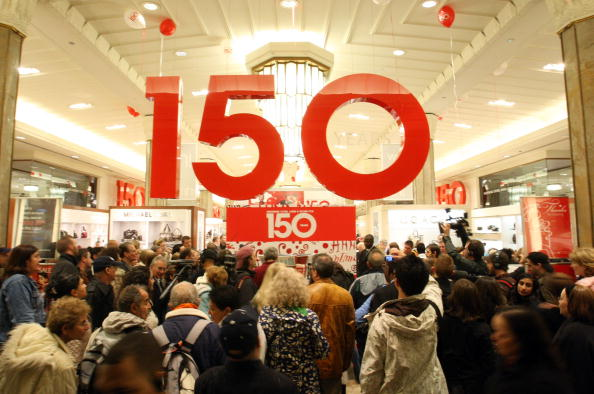 7th Avenue「Macy's 150th Birthday Celebration - Unveiling Of R.H. Macy Way」:写真・画像(19)[壁紙.com]