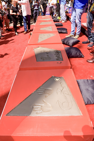 """TCL Chinese Theatre「Marvel Studios' """"Avengers: Endgame"""" Cast Place Their Hand Prints In Cement At TCL Chinese Theatre IMAX Forecourt」:写真・画像(15)[壁紙.com]"""