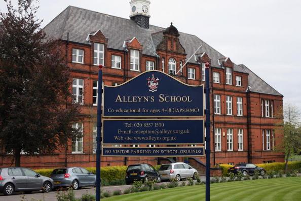 Dan Kitwood「Alleyn's School Closes After Swine Flu Outbreak」:写真・画像(13)[壁紙.com]