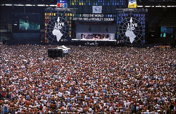 Crowd「GBR: Live Aid for Africa at Wembley Stadium」:写真・画像(12)[壁紙.com]