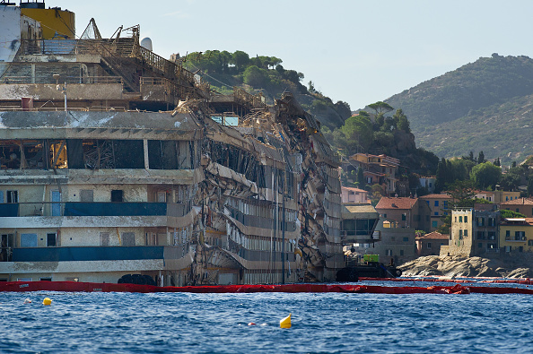 Passenger Craft「Work Continues On The Costa Concordia Since Engineers Successfully Righted The Ship」:写真・画像(17)[壁紙.com]