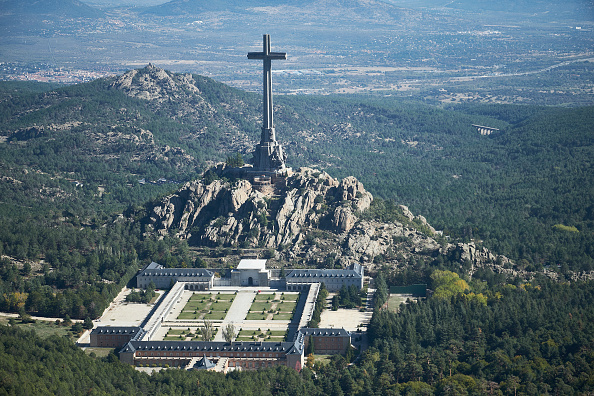 General View「Spain's Dictator Franco Is Exhumed And Transferred To A State Cemetery」:写真・画像(7)[壁紙.com]