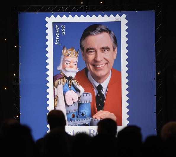 Jason Merritt「U.S. Postal Service Dedicates Mister Rogers Forever Stamp」:写真・画像(16)[壁紙.com]