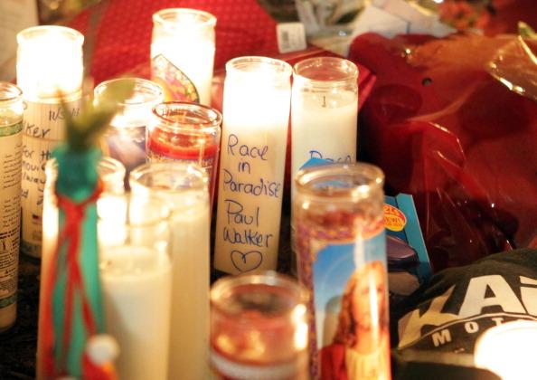 Transportation Event「Paul Walker Crash Site Becomes Memorial」:写真・画像(3)[壁紙.com]