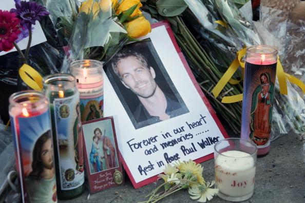 Respect「Paul Walker Crash Site Becomes Memorial」:写真・画像(3)[壁紙.com]