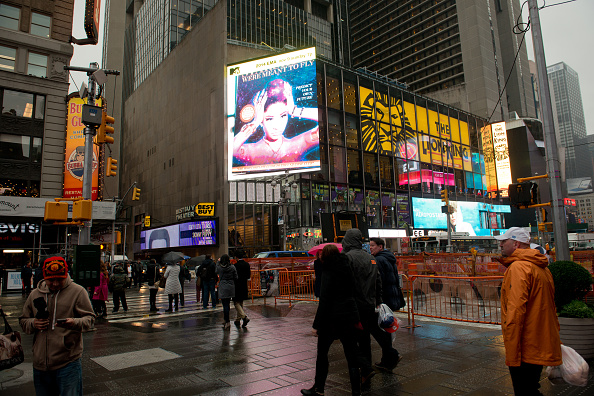Atmosphere「MTV EMA's 2014 - Promotional Video Plays In Times Square」:写真・画像(9)[壁紙.com]