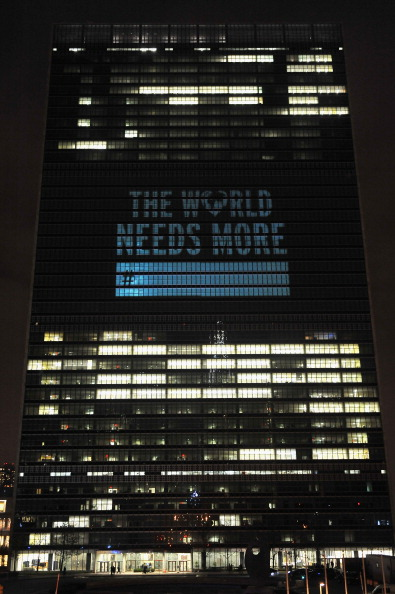 """United Nations Building「2013 David Guetta Premieres New Music Video """"One Voice"""" Onto The Front Of UN Headquarters」:写真・画像(9)[壁紙.com]"""