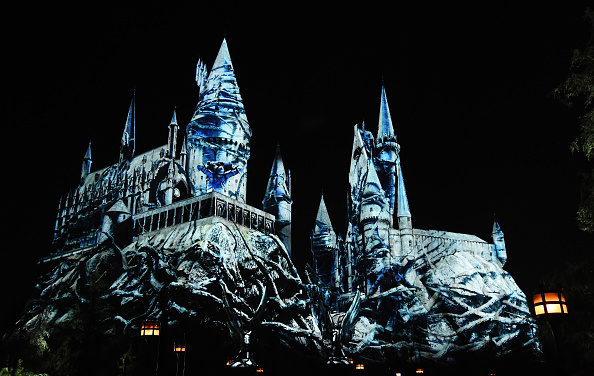 Amanda Edwards「Universal Studios Hollywood Media Preview For The Dark Arts At Hogwarts Castle」:写真・画像(3)[壁紙.com]