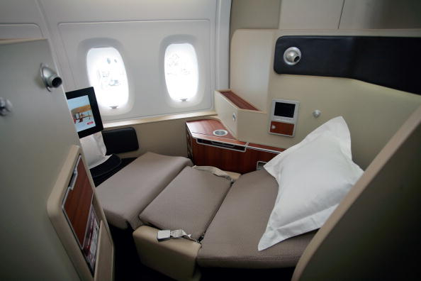 Airbus A380「Airbus Rolls Out First Qantas Liveried A380」:写真・画像(14)[壁紙.com]