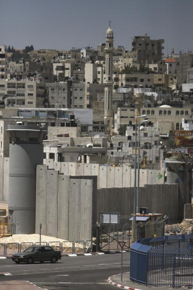 Surrounding「Construction Continues On Separation Barrier In West Bank」:写真・画像(5)[壁紙.com]