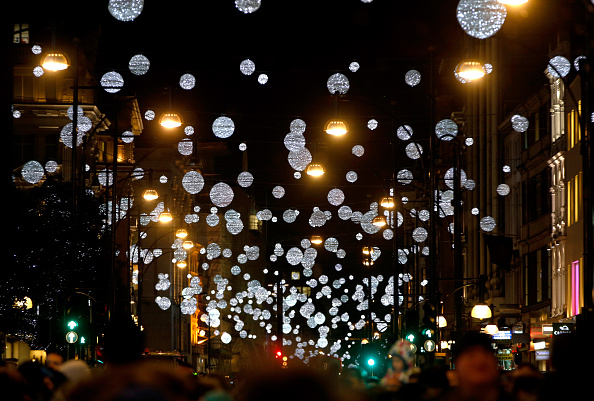 Christmas Lights「The World Famous Oxford Street Christmas Lights Switch On Event Takes Place At John Lewis' Flagship Store」:写真・画像(16)[壁紙.com]