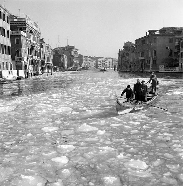 Passenger Craft「Cold Wave Hits Venice」:写真・画像(17)[壁紙.com]
