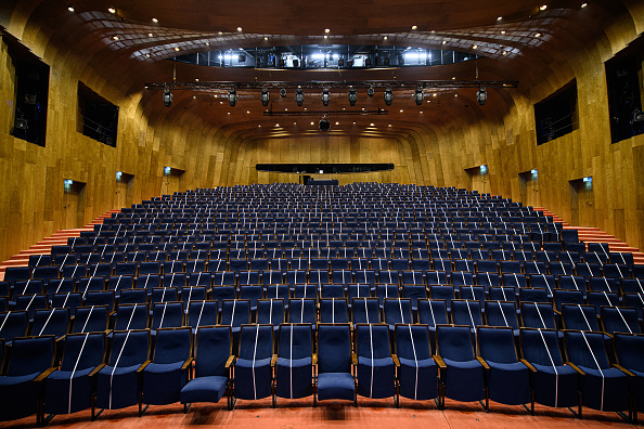 T 「Mustn't The Show Go On? A Dusseldorf Theatre Adapts To Covid-19 Rules To Stay Open」:写真・画像(10)[壁紙.com]