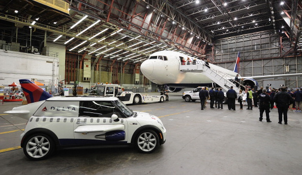 Kennedy Airport「2011 Holiday In The Hangar To Benefit The Garden Of Dreams Foundation」:写真・画像(8)[壁紙.com]