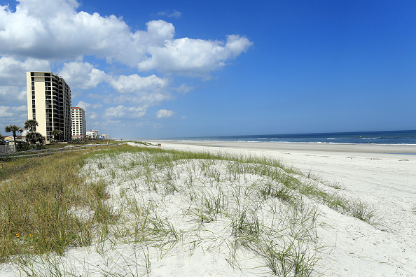 Jacksonville Beach「Coronavirus Pandemic Causes Climate Of Anxiety And Changing Routines In America」:写真・画像(9)[壁紙.com]