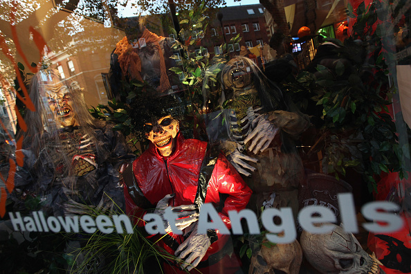 Dan Kitwood「Angels Fancy Dress Prepare For Halloween Party Goers」:写真・画像(13)[壁紙.com]
