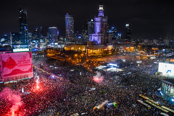 Warsaw「Protests Continue Against Abortion Ruling In Poland」:写真・画像(2)[壁紙.com]