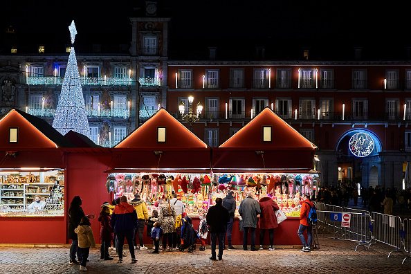 Spain「Traditional Open Air Christmas Market In Madrid」:写真・画像(17)[壁紙.com]