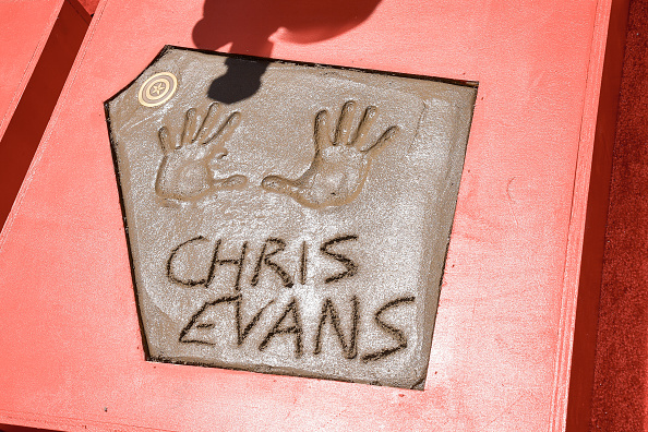 "Cement「Marvel Studios' ""Avengers: Endgame"" Cast Place Their Hand Prints In Cement At TCL Chinese Theatre IMAX Forecourt」:写真・画像(17)[壁紙.com]"