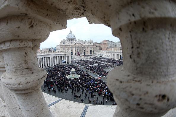 バシリカ「Holy Mass And Opening Of The Holy Door Of St. Peter's Basilica」:写真・画像(12)[壁紙.com]