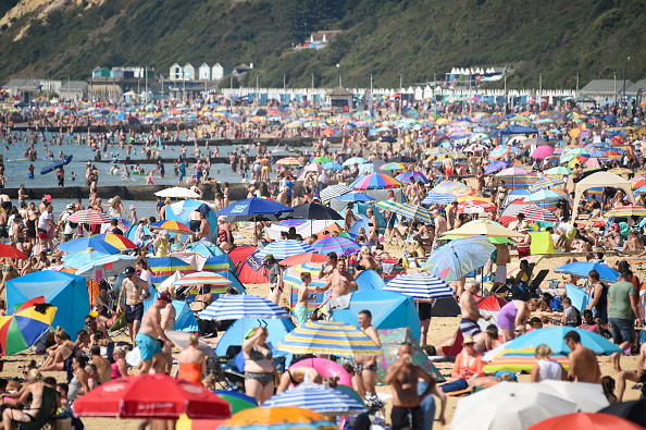 Beach「South of England Basks In Three-Day Summer Heatwave」:写真・画像(5)[壁紙.com]