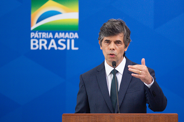 Brasilia「New Health Minister of Brazil Nelson Teich Is Sworn into Office Amidst the Coronavirus (COVID-19) Pandemic」:写真・画像(5)[壁紙.com]