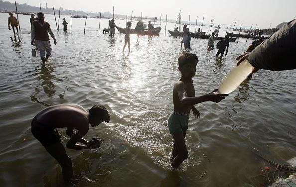 River「Hindus Gather At Sacred Rivers For Kumbh Mela Festival」:写真・画像(14)[壁紙.com]