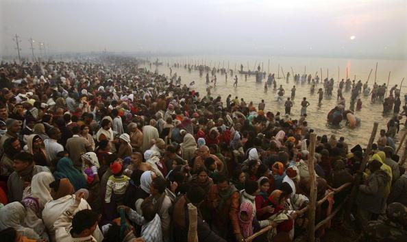Dawn「Hindus Gather At Sacred Rivers For Kumbh Mela Festival」:写真・画像(11)[壁紙.com]
