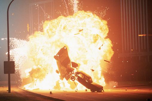 1990-1999「Cars Exploding in Movie Stunt」:スマホ壁紙(9)