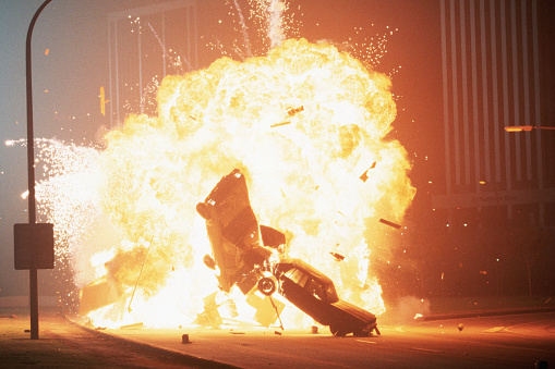 1990-1999「Cars Exploding in Movie Stunt」:スマホ壁紙(18)