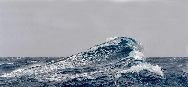 Antarctic Peninsula「Big ocean swells」:スマホ壁紙(8)