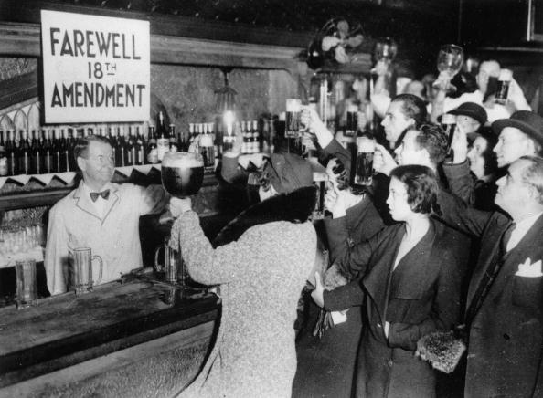Beer - Alcohol「People of New York are celebrating the end of the Prohibition with beer. Photograpg. 1933.」:写真・画像(14)[壁紙.com]