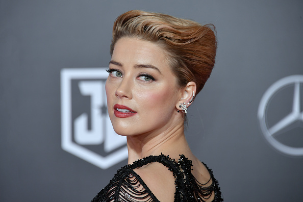 Amber Heard「Premiere Of Warner Bros. Pictures' 'Justice League' - Arrivals」:写真・画像(1)[壁紙.com]