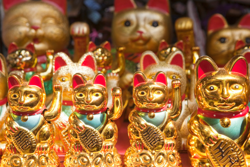Doll「Maneki Neko; Waving Cat for sale; Yuyuan Bazaar」:スマホ壁紙(10)