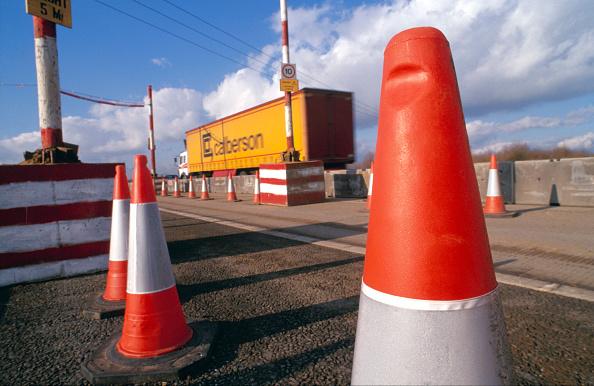 Cone Shape「HGV negotiating traffic management at road works United Kingdom」:写真・画像(6)[壁紙.com]
