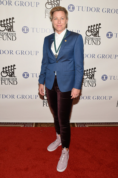 出席する「32nd Annual Great Sports Legends Dinner To Benefit The Miami Project/Buoniconti Fund To Cure Paralysis - Arrivals」:写真・画像(3)[壁紙.com]