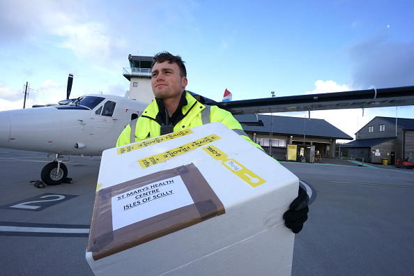 Transportation「First Covid-19 Vaccines Leave Land's End Airport in Cornwall For the Isles of Scilly」:写真・画像(3)[壁紙.com]