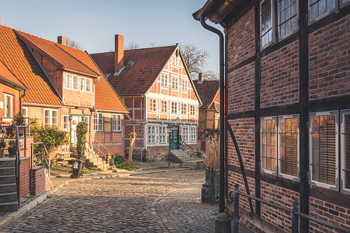 Alley「Half-timbered houses at an alley, Lauenburg, Schleswig-Holstein, Germany」:スマホ壁紙(5)