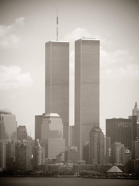 Word Trade Center, New York City 2001, sepia toned:スマホ壁紙(壁紙.com)
