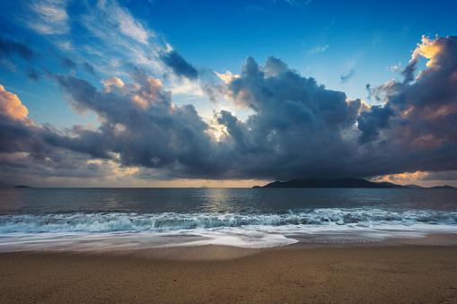 Turquoise Colored「Beautiful Dramatic Sky over Beach at Nha Trang, Vietnam」:スマホ壁紙(16)