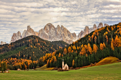 Alto Adige - Italy「Beautiful Dolomites Landscape in Autumn and Little Church, Italy」:スマホ壁紙(19)