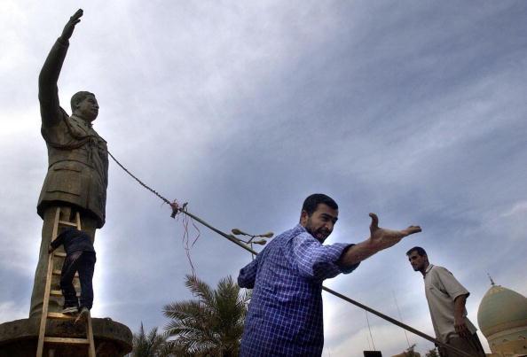 Removing「Civilians Celebrate In Baghdad」:写真・画像(8)[壁紙.com]