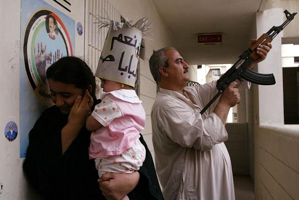 Baghdad「Iraqi Man Celebrates Iraqi Referendum」:写真・画像(8)[壁紙.com]