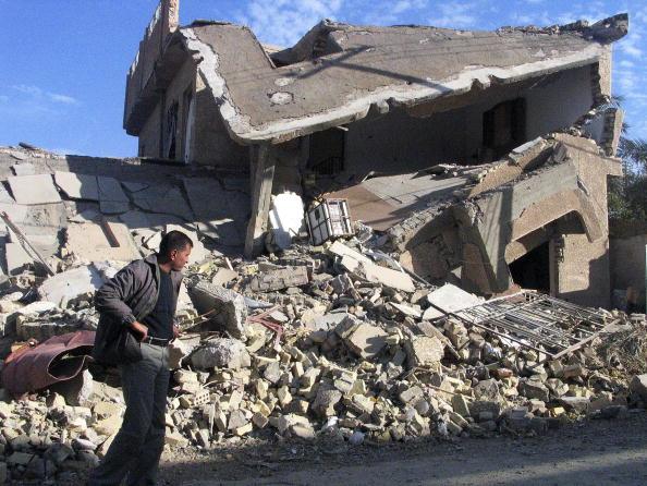 Baghdad「Fallujah Residents Inspect The Ruins Of Their City」:写真・画像(3)[壁紙.com]