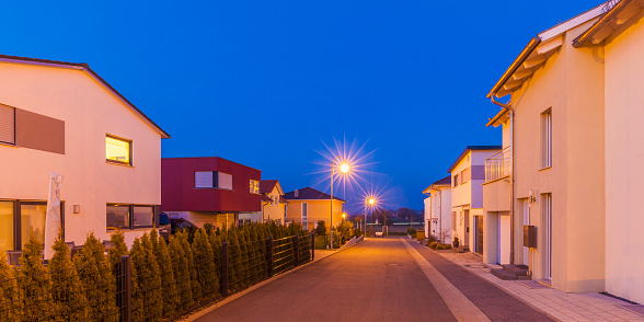 Detached House「Germany, Ludwigsburg, development area, one-family houses at dusk」:スマホ壁紙(17)